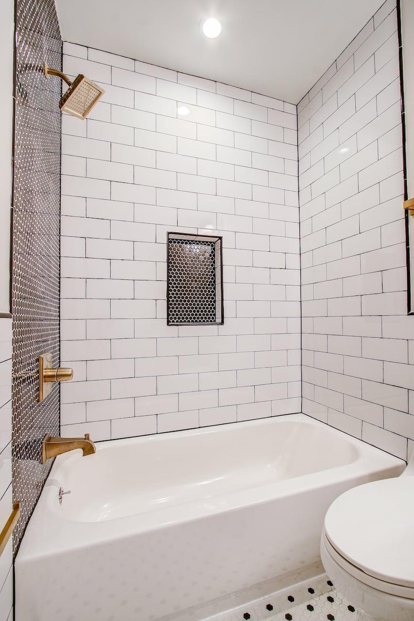bathtub bathroom