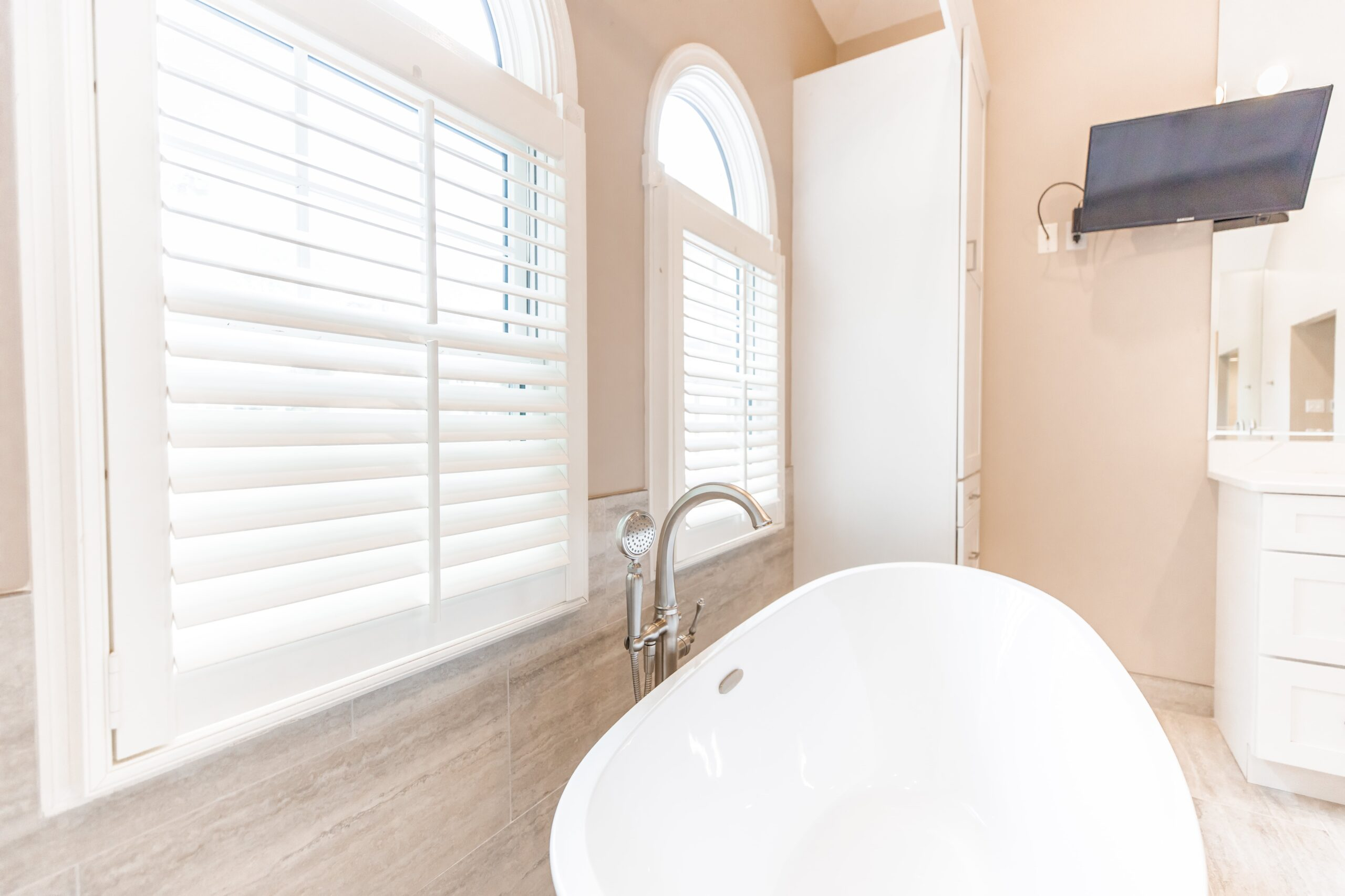 tailored made bathroom window