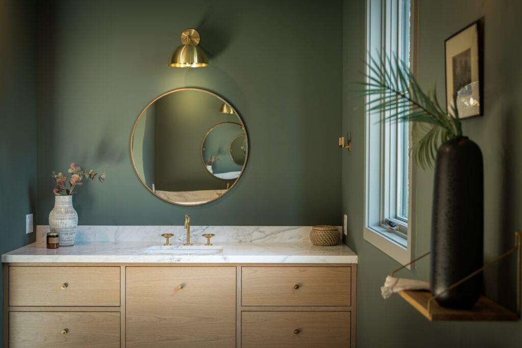 mix bathroom colors design